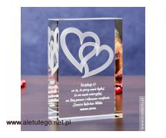 Personalizowany Kryształ 3D ze Splecionymi Sercami na prezent dla ukochanej